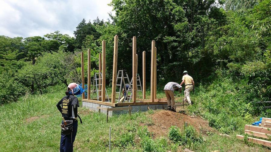 柱を建てる
